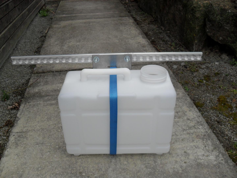 Halter für 12 L Kanister im Ford Ranger Verzurrsystem Sanitärartikel