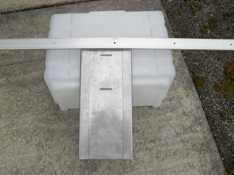 Halter für 12 L Kanister in den original Systemschienen Sanitärartikel